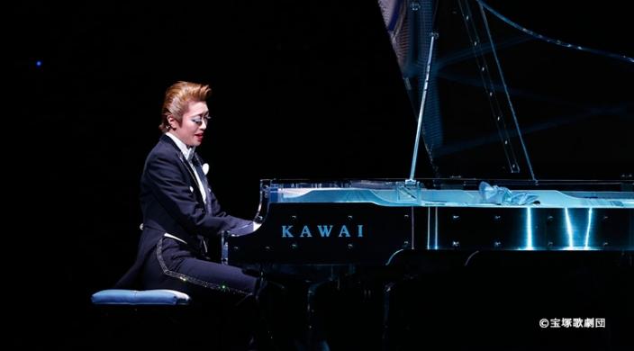 宝塚歌劇星組公演「THE ENTERTAINER!」にカワイクリスタルピアノを使用
