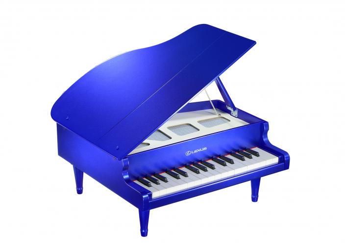LEXUS collection ミニグランドピアノに新色『ストラクチュラルブルー』が新登場